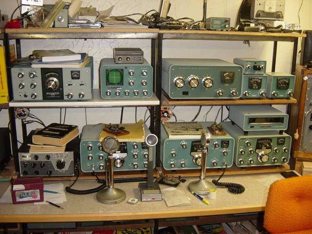 Jim's Heathkit operating bench consisting of HW101 transceiver, SB220 linear, matching SB transmitter and receiver and SB transceiver.