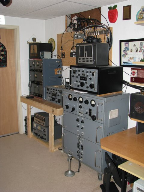 This looks like Dave's AM station. I see a T368 and matching receiver also a Globe King transmitter and receiver with a Hallicrafter's speaker with the big H sitting on top the Globe King.